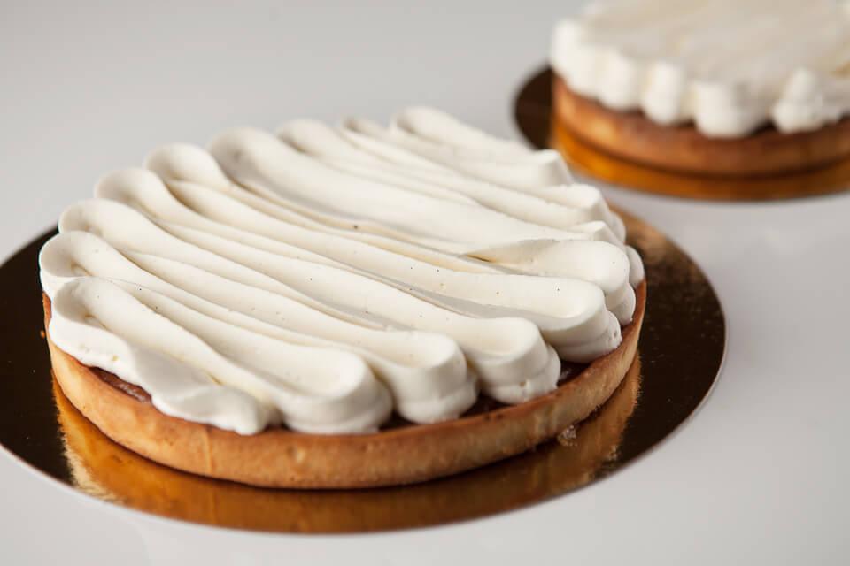 Tartes de saison (frangipane au chocolat, pacanes, canneberges et chantilly / 6 à 8 portions)